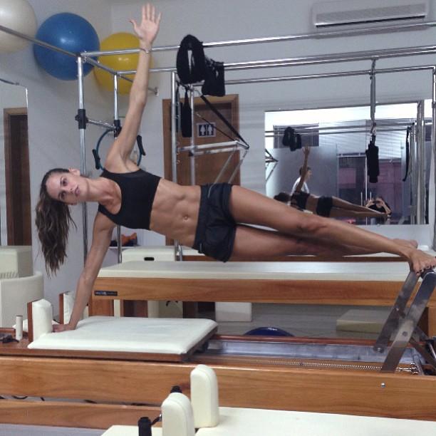 Izabel Goulart Pilates posture