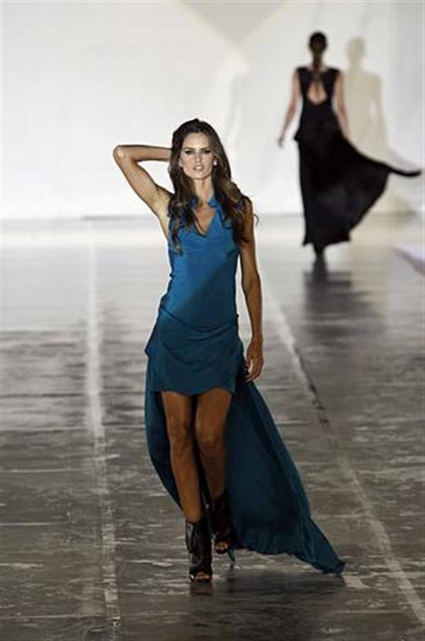 Izabel Goulart Moda Nextel