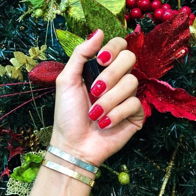 Izabel Goulart Christmas Manicure