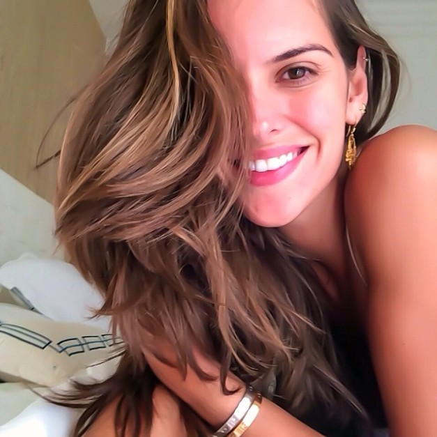 Izabel Goulart Happy Home Day